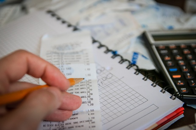 účtenka a kalkulačka