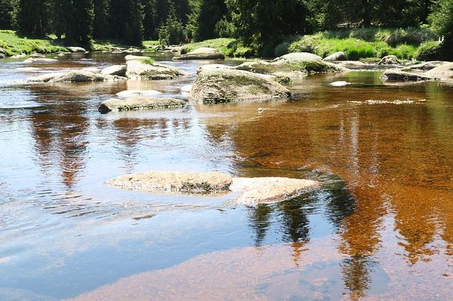kameny v řece